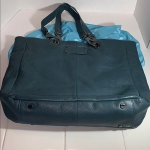Kenneth Cole Tote. (NWOT).